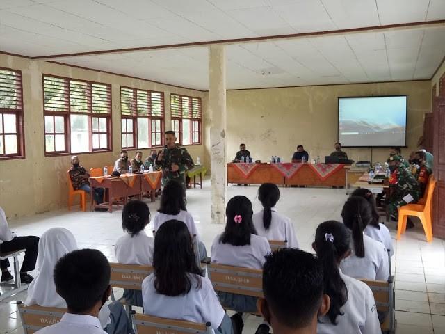 Rombongan Korem 032/Wirabraja Kampanye Kreatif Penerimaan Prajurit TNI-AD Di SMAN 01 Sipora